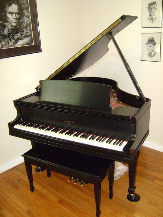 Tocar el piano de cola