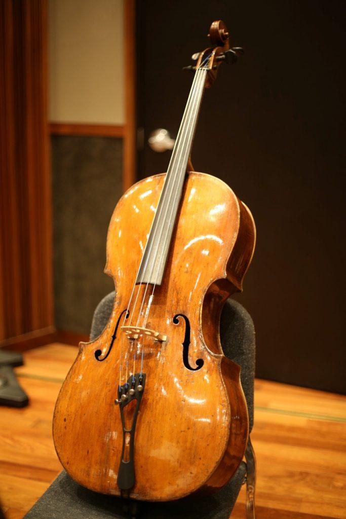cómo tocar el violonchelo