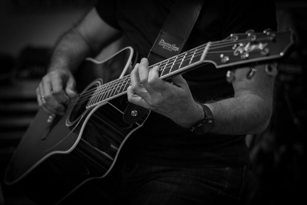 Tocar guitarra y sus notas