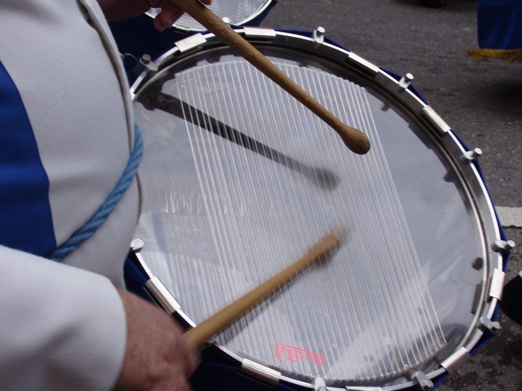 Toca así el tambor