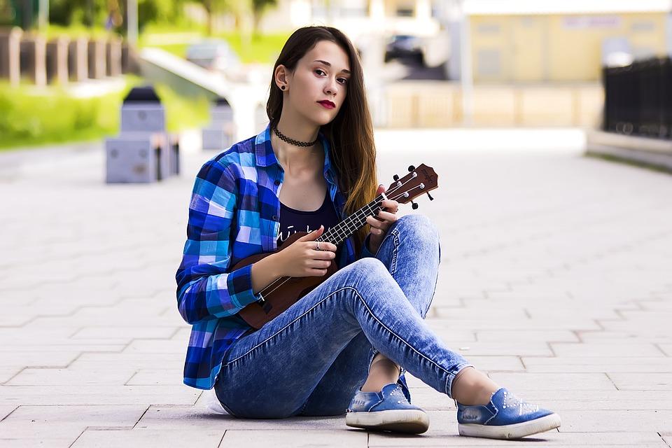 tocar ukelele